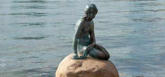 Little mermaid bronze statue in copenhagen